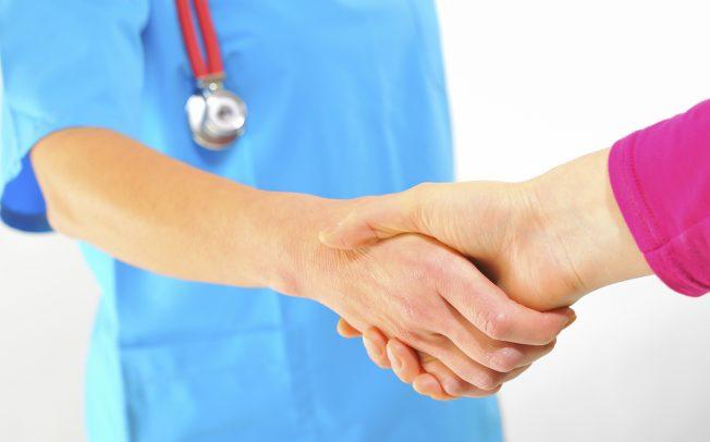 Protejând medicii, protejăm societatea